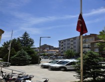 Karaman Belediyesi nde Türk Bayrağı Yarıya İndirildi